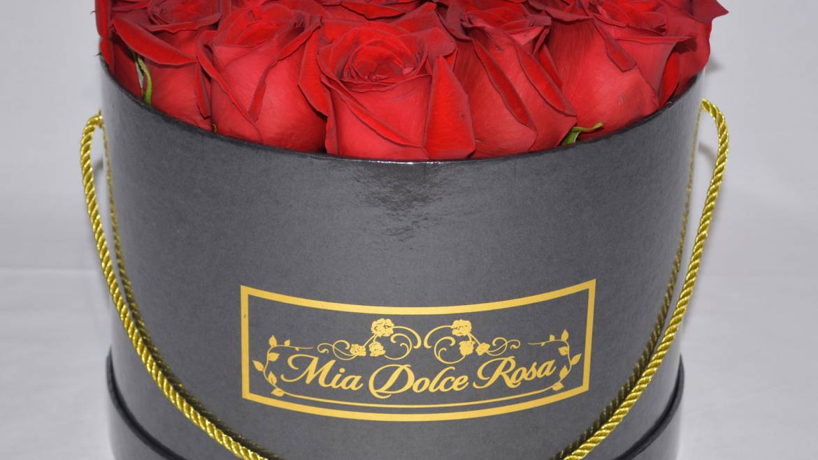Fresh Flowers Round Box